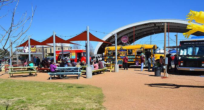 FoodTruckPark-mueller-farmers-market-photo-from-austininvestmentrealty.com_