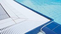 Er overløpsrister og overløpsrenner viktig for bassenget?