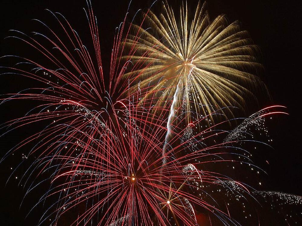 explosion-firework-new-year-s-eve-december-31-1