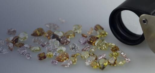 colored-diamonds-vs-white-diamonds