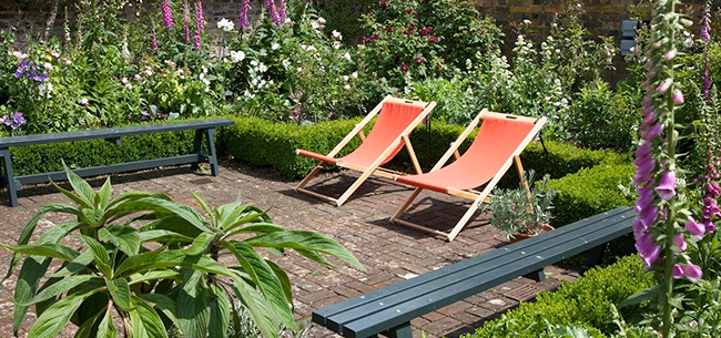 5 Ways to Cool Down in a Hot Backyard