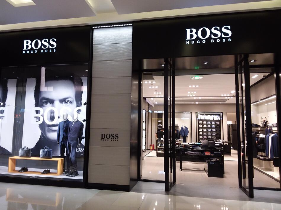 SZ_深圳_Shenzhen_羅湖_Luohu_金光華廣場_Kingglory_Plaza_night_August_2018_SSG_shop_Hugo_Boss_clothing