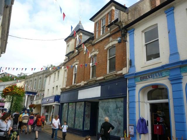 5 Devon retail units by the sea