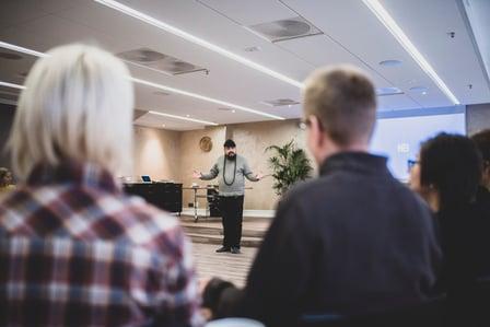 7 vinkkiä tajunnanräjäyttävän puheen pitämiseen