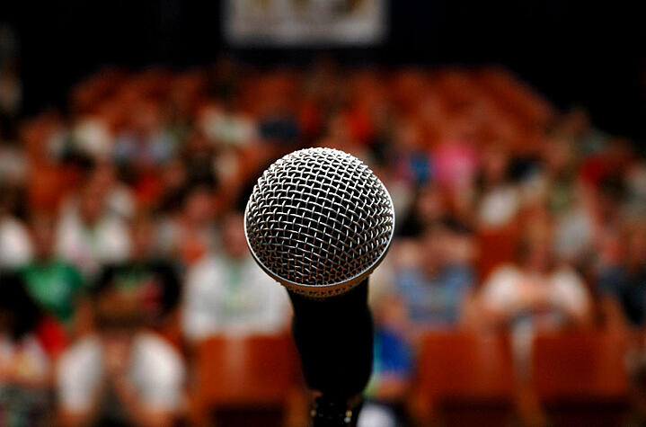 Tips to Become a Confident Public Speaker