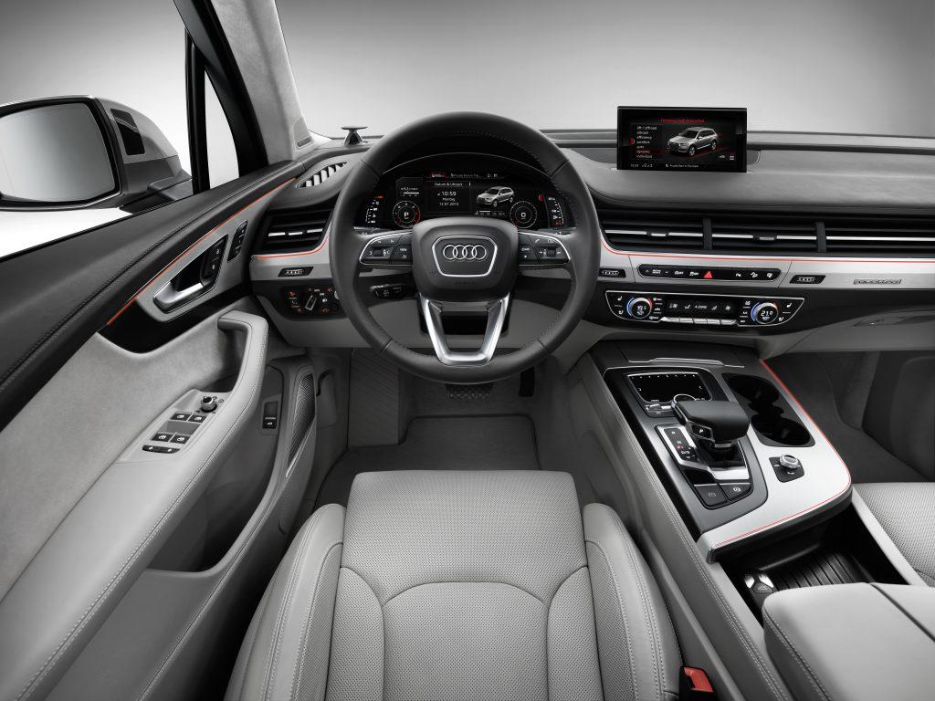 Audi Q7 interior photo