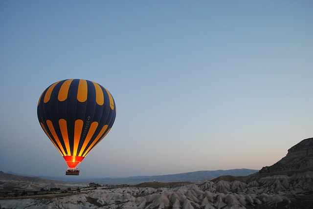 hot-air-balloon-1245927_640.jpg