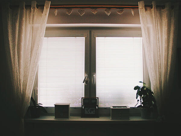 Bedroom-curtains-for-privacy