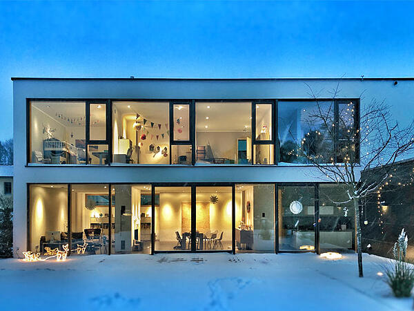 glass-house-with-no-privacy