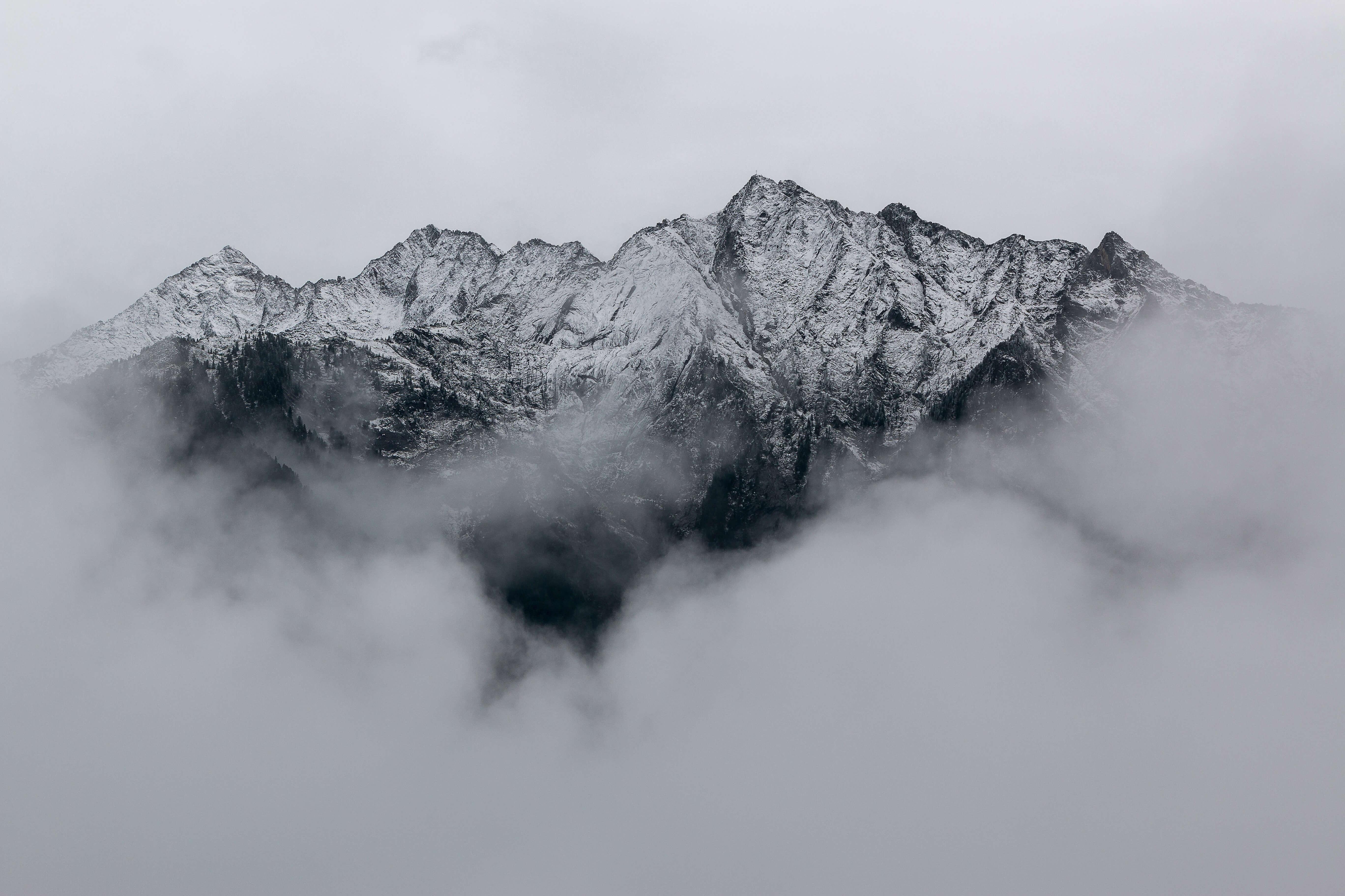 eberhard-grossgasteiger-382463-unsplash%202