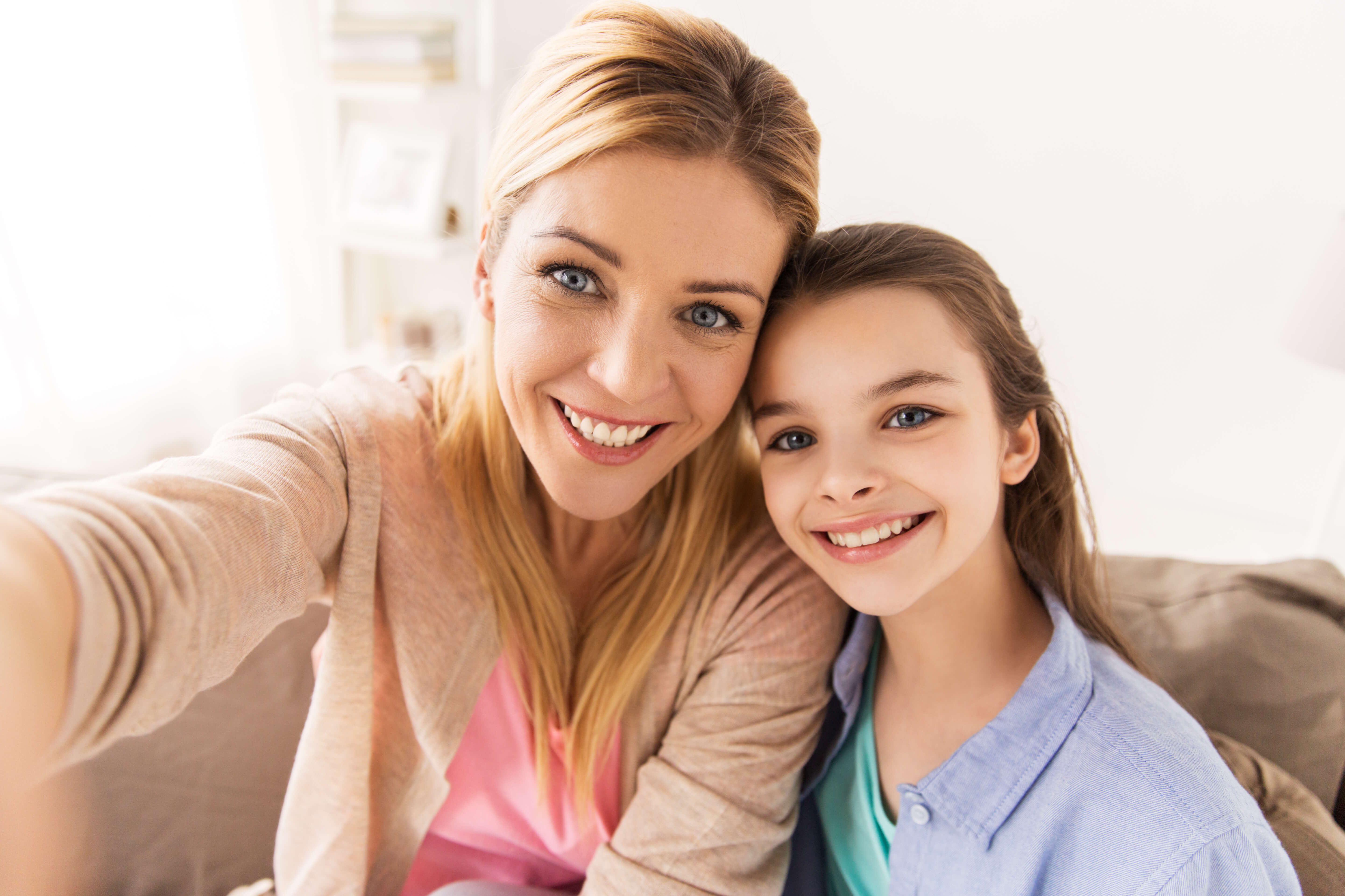 happy-family-taking-selfie-at-home-PV2FSUC-1