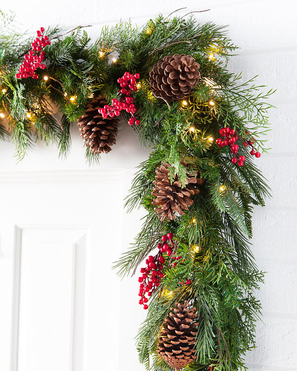 Outdoor Red Berry Pine Garland