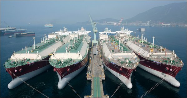 duel fuel vessel, container, shipping, export, import, green, eco-friendly
