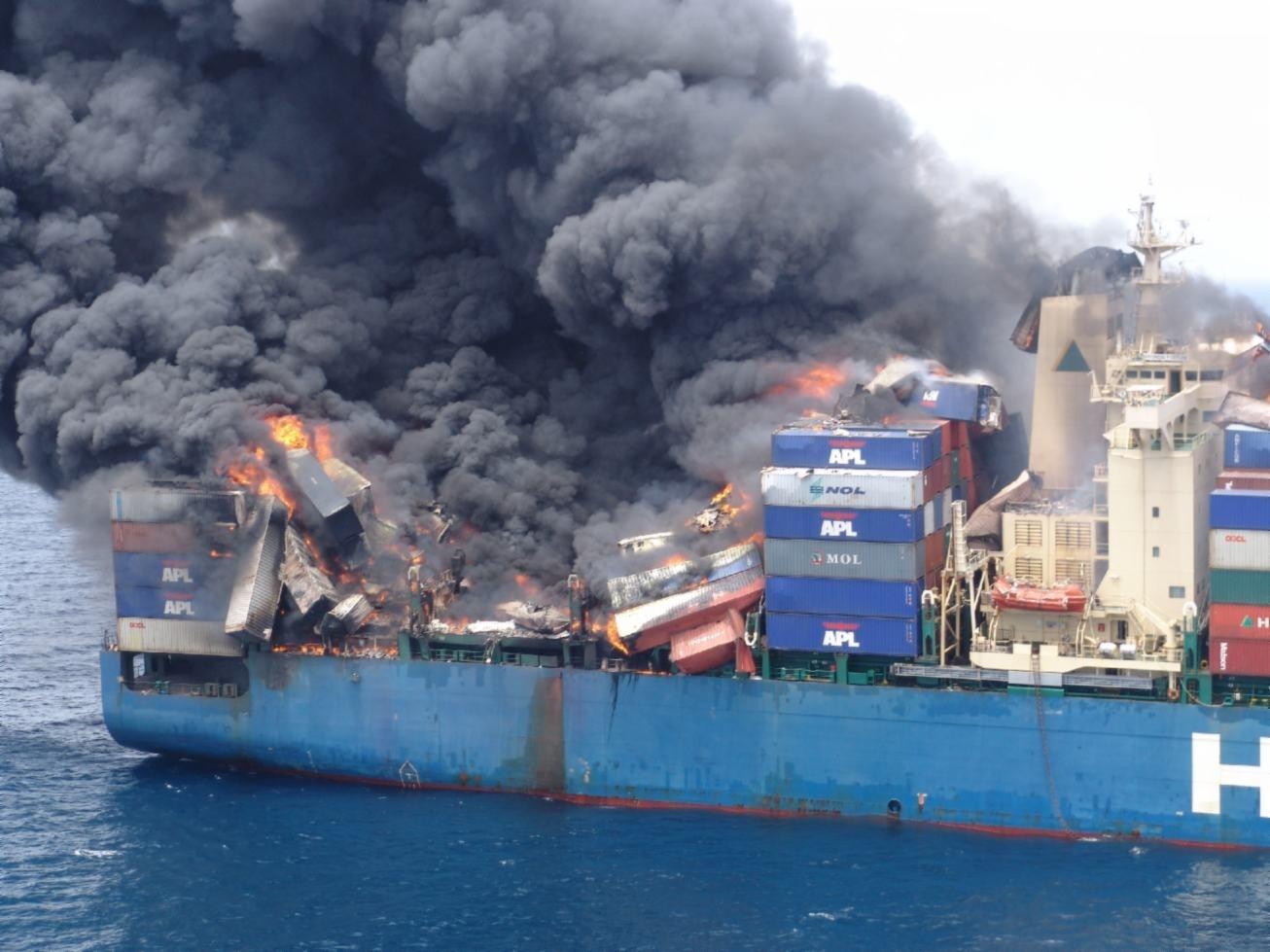 cargo_insurance_for_ocean_freight_-_crushed_containers_and_fire.jpg