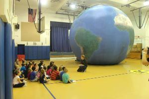 the earth balloon