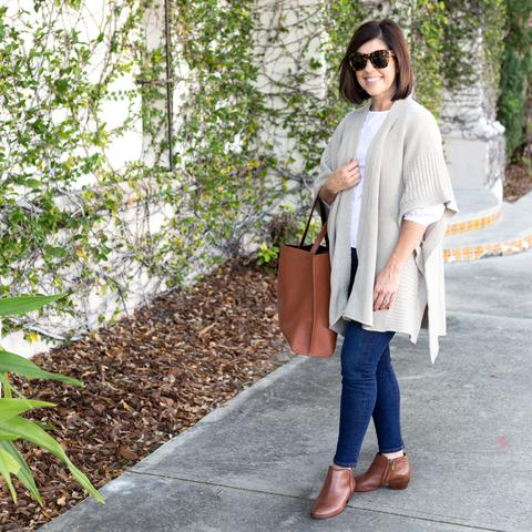 woman in jeans with a birch wrap brown shoes, bag and sunglasses