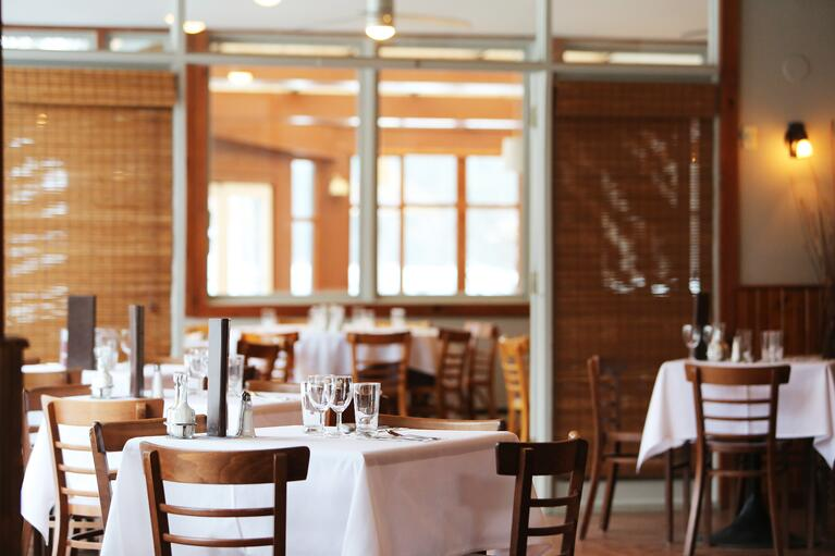 Why You Should Use Table Linens in Your Restaurant