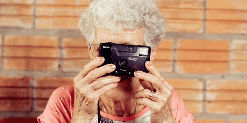 Oma moet foto's van kleinkinderen van social media verwijderen