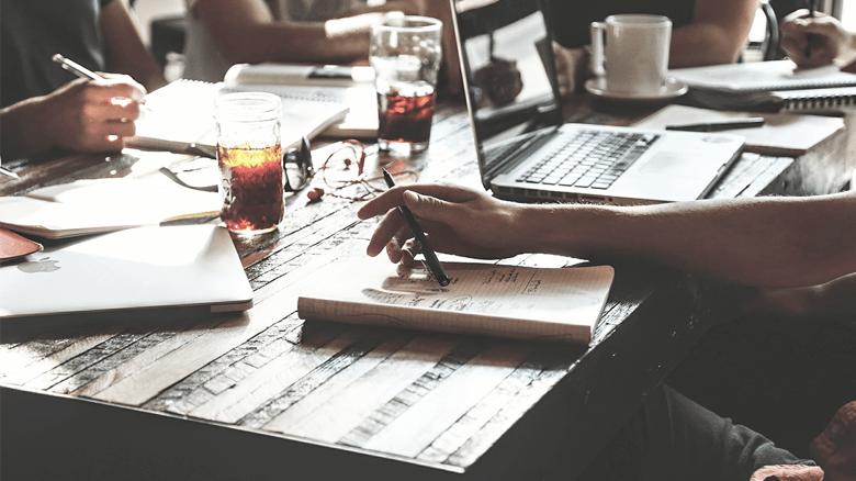Jak vybrat nástroj marketingu a CRM pro SAAS startup-cover