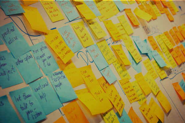 post its azul e amarelo com frases