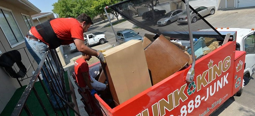 garbage-removal-service-and-debris-hauling-tips