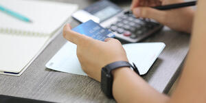 How Does APR Work on Credit Cards?