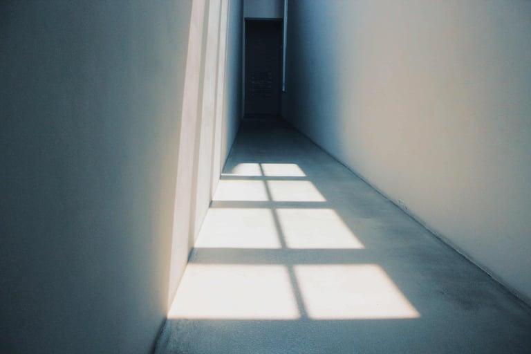 contemporary-door-empty-1320733 (2)