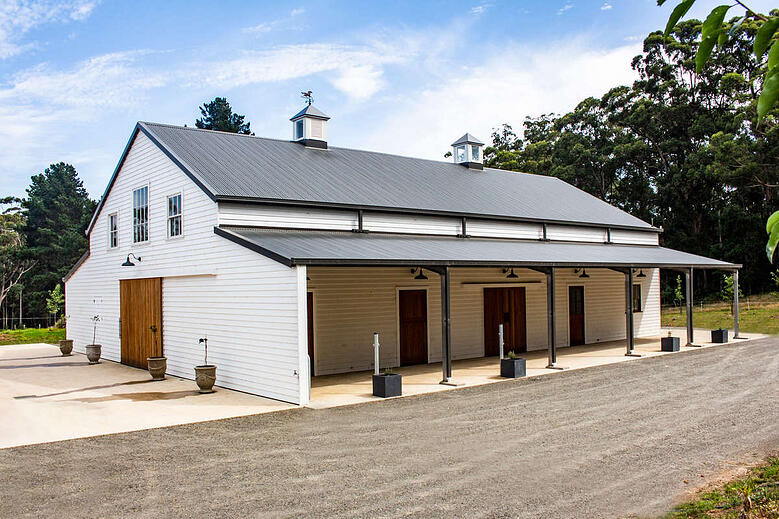 How much does it cost to build a horse stable?