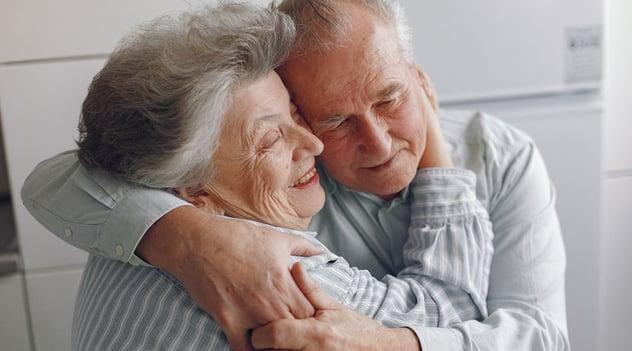¡Nuestros adultos mayores, merecen más!