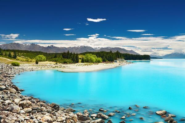 new_zealand_pure_blue_lake_123rf