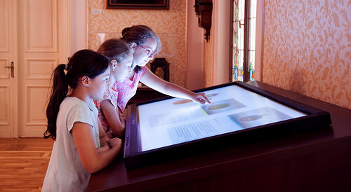 museum_multi_touch_display_surface_inowize