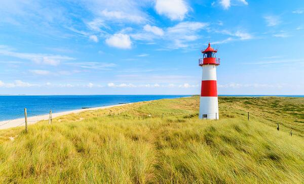 blog-lighthouse-on-sand-dune