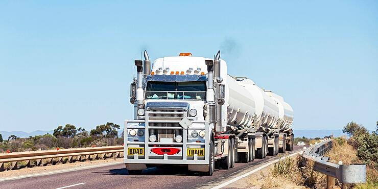 long-and-heavy-fuel-roadtrain-crossing-outback-bridge-picture-id521310226