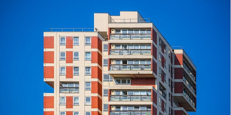 residential-tower-blocks-around-canada-water-in-london-picture-id1016623130