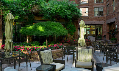 hospitality-outdoor-seating-seasonal-color-enhancements