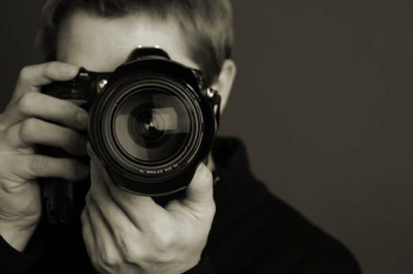 Care este diferenta dintre fotograf si cabina foto?