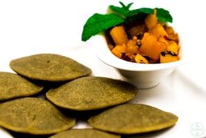 Lentil Spirulina Rice-Cakes-with mango chutney and mint