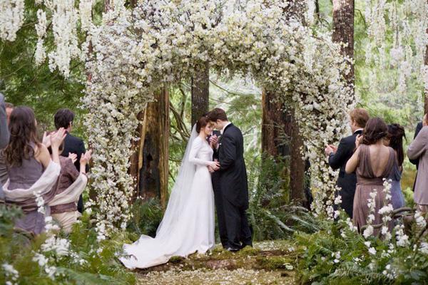 twilight-breaking-dawn-wedding_flowers-resized-600.jpg