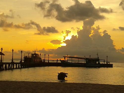 ITA-Alumni-Collen-Kriel-Cambodia-sunset