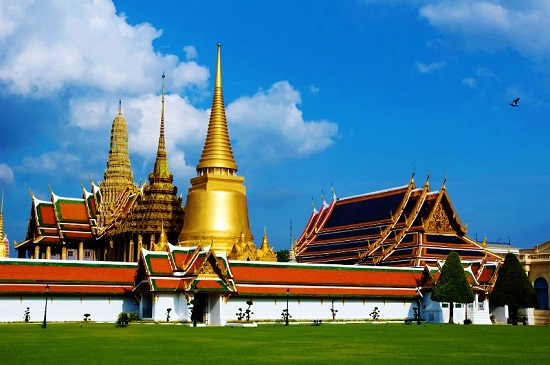 Explore Thailand while teaching English abroad