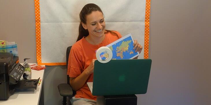 How to Setup a Classroom for Teaching English Online While Traveling