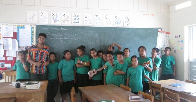 What Are the Differences Between Joining the Peace Corps & Teaching English Abroad?