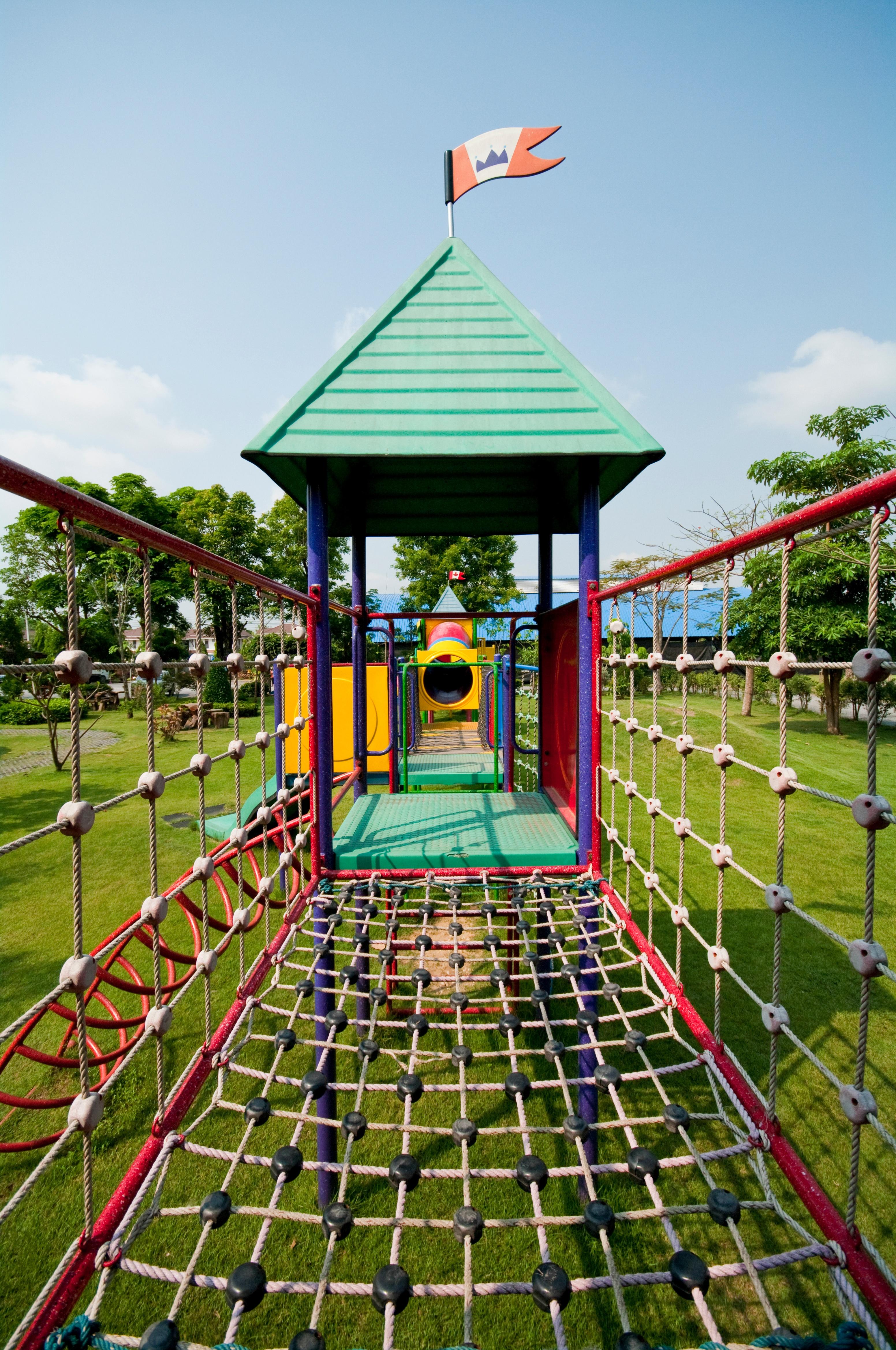 playground-without-children_HvbxEHxOnze.jpg