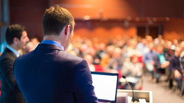 THE EASY WAY TO KEEP YOUR MEETING AUDIENCE INTERESTED