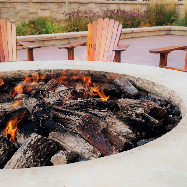 Fireplace vs. Fire Pit: Which is Right for My Outdoor Space?