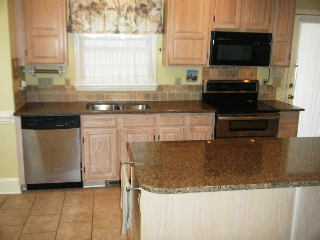 Baltic Brown Granite Kitchen Desert Brown Granite With White Cabinets Roselawnlutheran