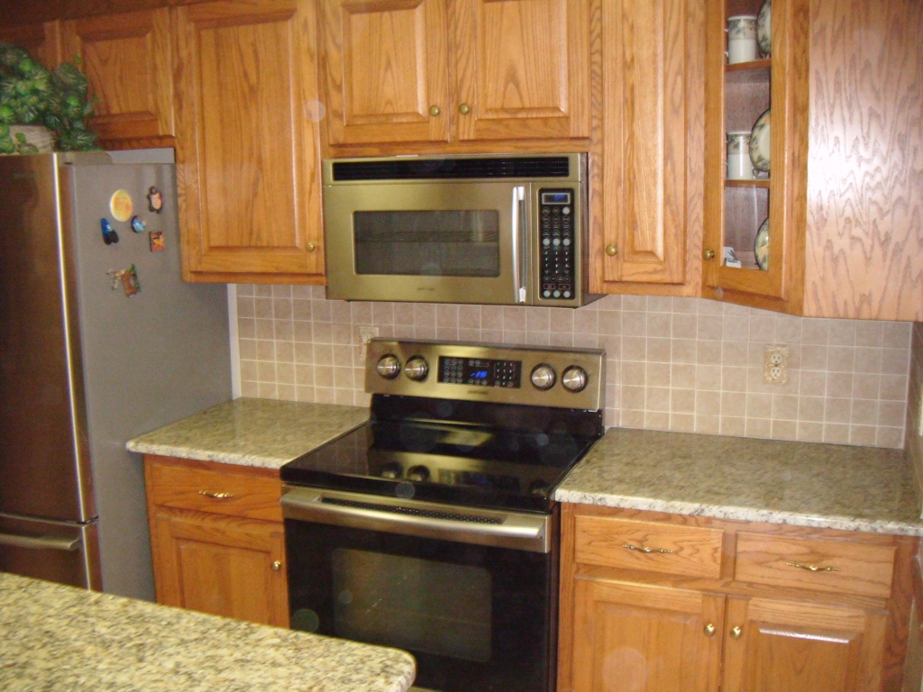 New Venetian Gold Granite With Oak Cabinets | Bar Cabinet