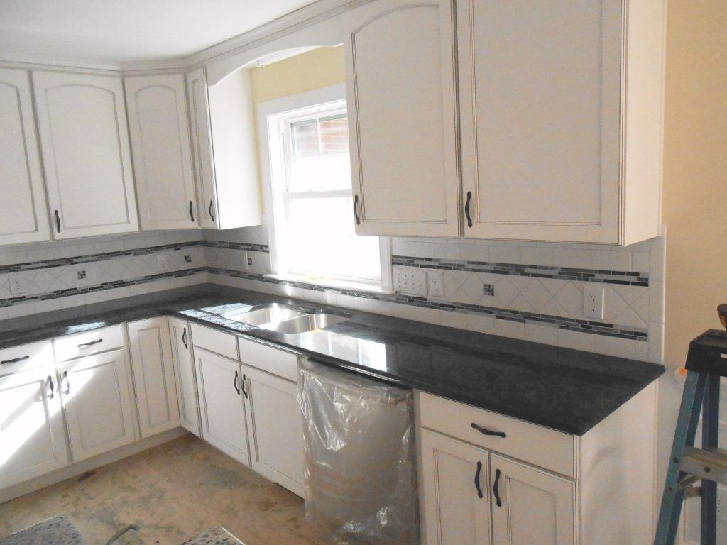 Granite colors granite charlotte steel grey steel gray for Granite on white cabinets