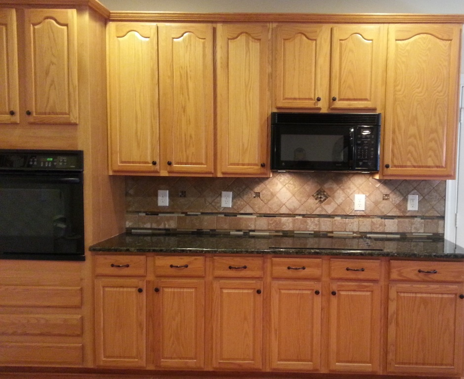 ... Granite Countertops With Oak Cabinets. Verde Butterfly