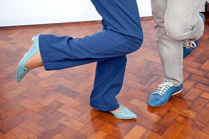 Worrisome Waltz? 4 Causes of Knee Pain While Dancing